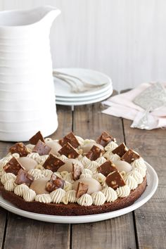 עוגת שוקולד ואספרסו עם מוס שוקולד חלב וקראנץ' אגוזים