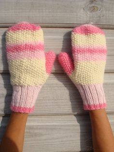 Cute winter mittens- wish I could knit