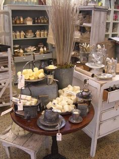 Bucket with reeds & moss for height - Great display - everything in the space has the same feel. Craft fair booth idea. Shabby Chic Shops, Merchandising Displays, Booth Displays, Candle Shop, Gift Shop Displays, Market Displays, Store Displays, Retail Displays, Antique Booth Ideas