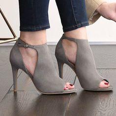Christian Siriano Peep Toe Pumps https://www.myshoebazar.com/shoes/christian-siriano-peep-toe-pumps/