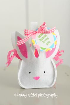 The tags are a free download and you can find the felt bunny bag in the dollar bin at Target. Cute!