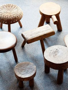 love wooden stools (from the home of Greg Wooten, on The Selby) Wood Furniture, Furniture Design, Eco Deco, Log Stools, Rustic Stools, Step Stools, Dining Stools, Rustic Wood, Milking Stool
