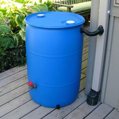 EarthMinded Now anyone can make a rain barrel out of a recycled plastic drum or trash barrel. EarthMinded DIY rain barrel kit takes the guesswork out of making your own rain barrel. Aquaponics Diy, Aquaponics System, Aquaponics Greenhouse, Diy Greenhouse, Rain Barrel Kit, Water Barrel, Rain Diverter, Ways To Save Water, Water From Air