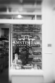 """für den besuch der lifestylemesse """"show up"""" letztes wochenende in amsterdam, habe ich fachkundigste und liebste begleitung meiner freundi..."""