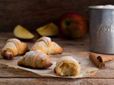 Mini croissant di pasta sfoglia alle mele