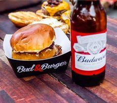 A gente a-ma a combinação hambúrguer  @budweiser_br geladinha. Pra ficar melhor só com as atrações de domingo da Budweiser Basement: som folk delícia da banda @obardoeobanjo DJs convidados como o @djmarceloBotelho e os jogos da NBA rolando no telão. Aproveita que amanhã é dia de Bud & Burgers - e o encerramento do projeto. Corre que ainda tem ingresso! #promoglamour #ThisBudsForYou #BudBasement  via GLAMOUR BRASIL MAGAZINE OFFICIAL INSTAGRAM - Celebrity  Fashion  Haute Couture  Advertising…