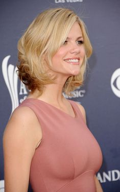 Brooklyn Decker... Wonder if I could do this to my hair? cut not color