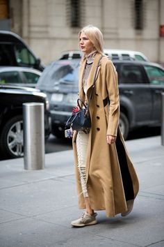"""""""So Cool It Hurts: New York Fashion Week Street Style"""" bag, coat, turtleneck and hair ftw."""