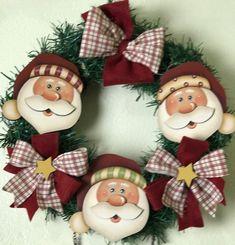 Kit c/ 3 Rostos e Noel de Natal - cód. 40113 | Tania Marquato Christmas Wood, Christmas Holidays, Christmas Wreaths, Christmas Crafts, Christmas Ornaments, Santa Paintings, Christmas Paintings, Decor Crafts, Diy And Crafts