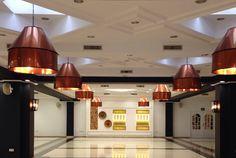 Lámparas colgantes de techo con pantalla de cobre para el Hall del Hotel Alameda. #lamparas #lamparasamedida #campanascobre #hotelalameda #lamparasindustriales #vintage #hallhotel #fabricacionlamparas