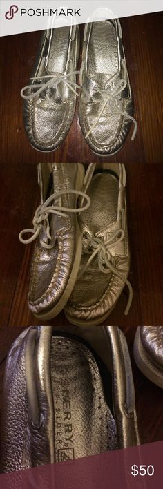 Sperry top-sider metallic gold leather size 6.5 Super cute and trendy Sperry top siders great for every day looks and work outfits- super comfortable and cool gold color- lightly worn but no noticeable or visible wear Sperry Top-Sider Shoes Flats & Loafers