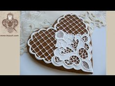 Mother's Day Cookies. VIDEO TUTORIAL. Cookie decorating  with royal ising. Royal icing lace cookies, embroidery cookie. How to make Cookie with Catwork embroidery. Video tutorial /  Роспись пряников глазурью (айсингом). ВИДЕО. Пряники на 8 марта, пряники на День Матери. Имбирное печенье с вышивкой, имбирное печенье с кружевом, кружевное имбирное печенье, кружевные пряники / Пряники с айсингом, пряники с глазурью / Айсинг кружево, вышивка. Видео мастер-классы по росписи пряников на…