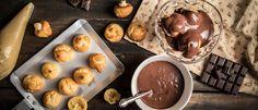 Το σπιτικό προφιτερόλ των ονείρων σου - madameginger.com Dessert Recipes, Desserts, Chocolate Fondue, Beverages, Food And Drink, Pudding, Sweets, Baking, Christmas