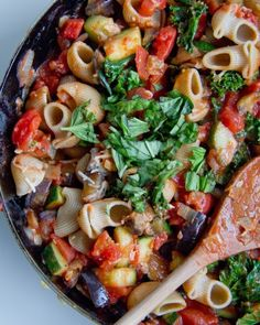 Last Friday, pizza. This Friday, pasta. This pasta. I've been on a pasta hiatus for a little while. Not on purpose. It's just not something I've been craving. Then thi… Zucchini Aubergine, Eggplant Pasta, Eggplant Recipes, Vegan Eggplant, Pasta With Zucchini And Tomatoes, Zucchini Tomato, Zuchinni Pasta, Pasta Recipes, Cooking Recipes