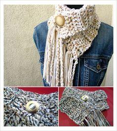 Mini cachecol em crochê confeccionado em linha tripla e super quentinho. Escolha as cores na tabela e entre em contato conosco antes de efetuar uma compra. R$ 96,59