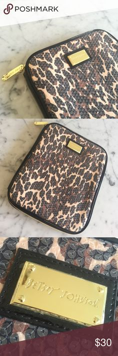 Betsey Johnson iPad/Tablet zipper case Perfect condition. Sequin with gold zipper. Will fit any regular size iPad or similar tablet. Betsey Johnson Accessories