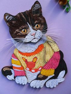 Quilled cat in a sweater Quilling Images, Neli Quilling, Origami And Quilling, Paper Quilling Patterns, Quilled Paper Art, Quilling Paper Craft, Quilling Ideas, Quilling Tutorial, Quilling Techniques