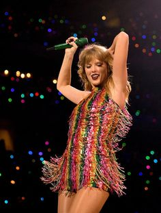 People Are Changing Their Tune About Taylor Swift After Watching Her Reputation Tour on Netflix<br> The haters sure aren't hating anymore. Taylor Swift Hot, Taylor Swift Dancing, Taylor Swift Album, Taylor Swift Concert, Long Live Taylor Swift, Red Taylor, Taylor Swift Pictures, Taylor Swift Wallpaper, Swift Tour