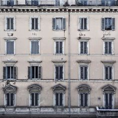 Goodmorning with a #straightfacade in #Rome  Have a nice week ahead  // Its a new day of work    ____________