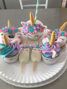 Unicorn Birthday Party Ideas For Your Daughter A Magical .- Unicorn birthday party ideas for your daughter A magical unicorn birthday party … # unicorn party Cute Desserts, Dessert Recipes, Cute Food, Yummy Food, Kreative Desserts, Unicorn Foods, Unicorn Pics, Unicorn Cafe, Fat Unicorn