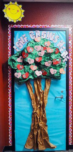 St patrick 39 s day classroom door chain link rainbow for Idea door activity days