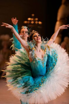 Jessica Fyfe and Marcus Morelli as Princess Florine and the Bluebird in Act 3 of David McAllister's new production of the Sleeping Beauty for the Australian Ballet. Photography: Lynette Wills