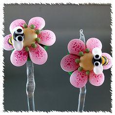 PIKALDA=handmade lampwork 2bead pair bee=EARRING=SRA