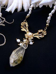 jouer avec moa? ジュエ・アヴェック・モア? 「真珠の水滴」ネックレス アクセサリー写真1 Crystal Healing, Resin, Pearl Necklace, Pear Necklace, Pearl Necklaces
