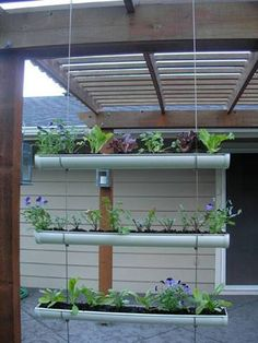 "How to make a hanging ""Gutter Garden"" Love this idea for an herb garden on the deck. Plantador Vertical, Vertical Planter, Verticle Garden, Magic Garden, Herb Garden, Big Garden, Covent Garden, Gutter Garden, Dubai Miracle Garden"