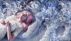 Elizabeth Oslen with pink hair.