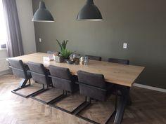 Super gave tafel met stalen poten gemaakt en geleverd door de Bakermat. Ook de stoelen hebben we erbij geleverd, de vloer gelegd, alsmede de groene muur geschilderd. Ook interesse ? Check dan onze site of stuur ons een bericht voor de mogelijkheden. www.de-bakermat.nl / info@de-bakermat.nl