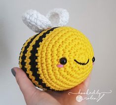 Hands up who needs cheering up! This happy little chub-bee (yep, the bee puns have started early) little fella could be the amigurumi ray of sunshine you have been looking for! He is un-BEE-lievably simple to make. Crochet Bee, Kawaii Crochet, Crochet Amigurumi Free Patterns, Crochet Animal Patterns, Chunky Crochet, Stuffed Animal Patterns, Cute Crochet, Crochet Crafts, Easy Crochet
