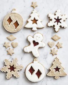 Linzer Cookies Easy Chocolate Chip Cookies, Best Sugar Cookies, Christmas Sugar Cookies, Holiday Cookies, Christmas Desserts, Holiday Foods, Christmas Recipes, Holiday Recipes, Linzer Cookies