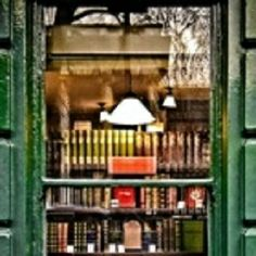 """A Bloomsbury, London bookshop. Reminds me of Jess's shop! (""""Bookshop Window,"""" Bloomsbury Street, photo by Garry Knight, taken with HTC Desire mobile. I Love Books, Books To Read, Boho Home, Old Books, Library Books, Reading Books, Cozy Library, Mini Library, Dream Library"""