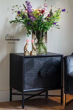 Ladenkast Blax 2-laden is krachtig, speels en mysterieus. De zwarte ladenkast straalt elegantie uit en geeft een knus gevoel. Breng contrast in je interieur met onze Blax collectie, gemaakt van zwart eiken en staal. #bedroom #sohome #nachtkastje #sfeer #wonen #richmondinteriors #sohome #sohomenl #new #zitkamer #myhome2inspire #interieurinspiratie #interior123 #interiorforyou #interior4all #interiör #interior #interiorlovers #landelijkwonen #stijlvolwonen #interior #homeadore #homestyles Richmond Interiors, Nightstand, Cabinet, Storage, Table, Furniture, Home Decor, Clothes Stand, Purse Storage
