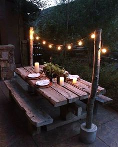 Some Of The Best DIY Outdoor Lighting Ideas That You Can Try The exterior of your house should also have proper and good lighting as your interior have. Here are some diy outdoor lighting ideas for you to decorate your outdoor space. Restaurant En Plein Air, Outdoor Restaurant, Backyard Trees, Backyard Landscaping, Backyard Picnic, Landscaping Ideas, Backyard Cafe, Nice Backyard, Rustic Backyard