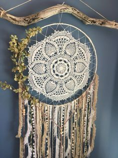Doily Dream Catchers, Beautiful Dream Catchers, Large Dream Catcher, Dream Catcher Boho, Diy Projects To Make And Sell, Shabby Chic Wall Art, Dream Catcher Tutorial, Boho Dreamcatcher, Dreamcatchers