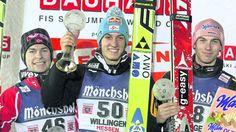 Sie standen nach dem Einzelspringen auf dem Podest: Von links Anders Jacobsen (zweiter Platz), Sieger Gregor Schlierenzauer und Michael Neumayer. Foto:Socher