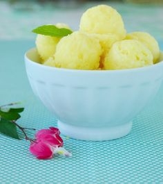 Pineapple sorbet...wouldn't this be lovely with champagne served over it in a wine glass with slices of oranges and a few raspberries as floating garnish....