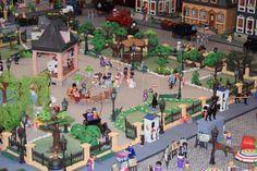 Un coleccionista recrea escenas históricas en Benidorm con 8.000 piezas de Playmobil