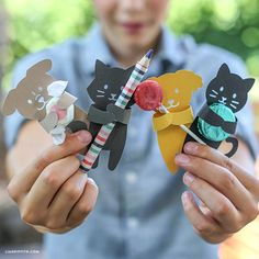 Download, print and cut your own cute kitty cat and doggie shaped treat huggers with this simple design from handcrafted lifestyle expert Lia Griffith.