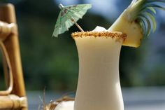 Pina Colada Mocktails (non-alcoholic cocktails/virgin drinks) Fit For Any Occasions (summertime alcoholic drinks) 1001 Cocktail, Cocktail Punch, Cocktail Drinks, Cocktail Glass, Cocktail Amaretto, Pina Colada Sem Alcool, Pina Colada Pitcher Recipe, Cocktail Recipes, Deserts