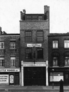 The Albion, 423 Bethnal Green Rd, E2 (Opened prior to 1870, now known as Bar Valiente)