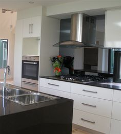 Caesarstone benchtop - Emperadoro Splashback in smoke grey mirror glass