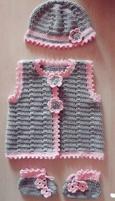 Versatile crochet: Learn how to make a beautiful infant dress. The versions of dress crochet children's are especially for summ.Crochet beautiful and delicate pink dress for a baby girl. Free and simple patterns to crochet pink dress for a little gir Cardigan Au Crochet, Cardigan Bebe, Crochet Baby Sweaters, Crochet Baby Clothes, Baby Cardigan, Knit Crochet, Crochet Hats, Free Crochet, Afghan Crochet