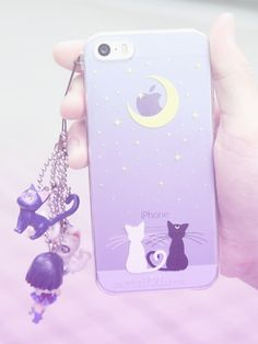 I need this Sailor Moon phone case so badly... SO BADLY.