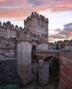 Medieval Life, Medieval Castle, Medieval Fantasy, Monuments, Enjoy The Silence, My Fantasy World, Places In Europe, Grand Homes, Abandoned Mansions
