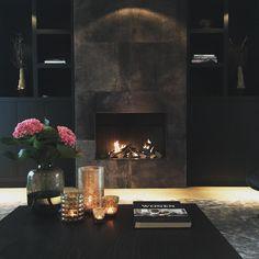 Take a look inside Carmen - De Wemelaer - Binnenkijken bij Carmen – De Wemelaer Is it summer or autumn? Simple Living Room Decor, Interior Decorating, Interior Design, Hotel Interiors, Classic House, Interior Architecture, Luxury Homes, Home Decor, Cozy Fireplace