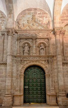 Catedral de Santiago, puerta de acceso a la Sacristía.