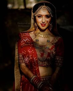 Indian Bridal Outfit Trends - Stunning Second Dupatta styles of 2018 to make your Bridal Lehenga Pop! Saree Photoshoot, Bridal Photoshoot, Photoshoot Ideas, Indian Bridal Outfits, Bridal Dresses, Indian Wedding Pictures, Bridal Dupatta, Bridal Poses, Bridal Makeup Looks